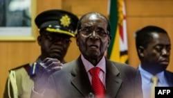 រូបឯកសារ៖ អតីតប្រធានាធិបតីស៊ីមបាវ៉េ លោក Robert Mugabe ថ្លែងក្នុងខួបកំណើតទី៩៣របស់លោក នៅទីក្រុងហារ៉ារ៉េ កាលពីឆ្នាំ២០១៧។