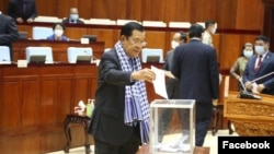 Prime Minister Hun Sen cast a vote on the draft state of emergency legislation at the National Assembly in Phnom Penh, Cambodia, Friday, April 10, 2020. (Photo from National Assembly Facebook page)