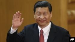 2012年11月15日,新任中共總書記習近平在人民大會堂向人們揮手致意