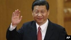 2012年11月15日,新任中共总书记习近平在人民大会堂向人们挥手致意