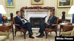 Президент США Барак Обама дает инртервью корреспонденту Национального общественного радио.