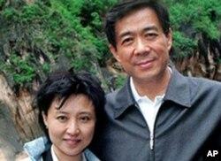 谷开来(左)和她的丈夫薄熙来