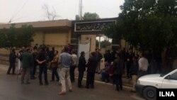 تجمع گروهای از کارگران پروژه متروی اهواز در مقابل سازمان قطار شهری اهواز و حومه
