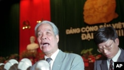Ông Đỗ Mười phát biểu sau khi được bầu lại làm Tổng bí thư tại Đại hội Đảng lần thứ 8 vào năm 1996