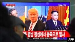 """En una conversación telefónica con el presidente surcoreano, Moon Jae-in, el miércoles, Trump """"expresó apertura a las conversaciones entre Estados Unidos y Corea del Norte."""