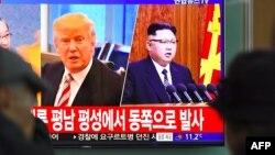 El sorpresivo anuncio sobre una reunión entre el presidente Donald Trump y Kim Jong Un tuvo lugar el jueves por la noche en las afueras de la Casa Blanca y había sido anticipado una hora antes por el propio presidente Trump