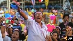 Người dân tiếp tục các cuộc biểu tình chống chính phủ ở Tượng đài Dân chủ, Bangkok, Thái Lan, 6/12/2013.