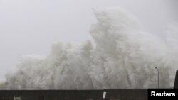 지난달 일본을 강타한 태풍 '노루'로 인해 큰 파도가 일고 있는 모습. (자료사진)
