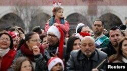 民眾12月24日聖誕前夕在伯利恆舉行聖誕節慶祝活動。