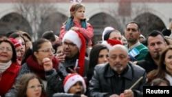 Люди собрались на празднование Рождества Христова у Базилики Рождества Христова в Вифлееме. 24 декабря 2017 г.