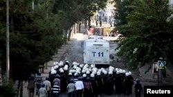 Kurdên Dîyarbakirê jibo Kobanê li kolanan in