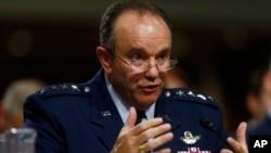 Foto de archivo del General de la Fuerza Aérea de EE.UU.y comandante de la OTAN, General Philip Breedlove.
