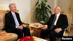 美國副國務卿伯恩斯7月15日在開羅會晤了埃及臨時總統曼蘇爾。(資料照片)