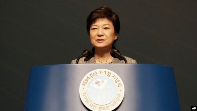 South Korean President Park Geun-hye delivers a speech during a ceremony to celebrate the March First Independence Movement Day in Seoul, South Korea, March 1, 2013.