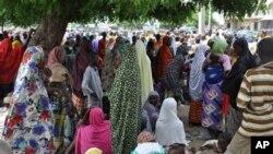 Dubban 'yan Najeriya masu gudun hijira bayan sun tsere daga gidajen su saboda hare-haren da 'yan Boko Haram ke kaiwa a fadin jahar Borno