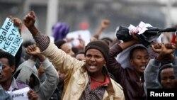 Des manifestants se sont rassemblés pour protester contre l'injuste redistribution de la richesse à Addis Ababa, en Ethiopie, le 6 août 2016.