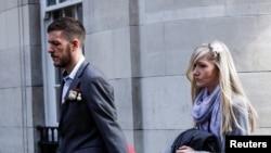 Chris Gard dan Connie Yates, orangtua Charlie Gard, tiba di Pengadilan Tinggi di London, Inggris, 5 April 2017. (Foto: dok).
