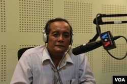 Dr. Meas Nee, Social Development Researcher in VOA studio in Phnom Penh as a guest for Hello VOA on August 29, 2016.