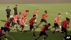 بازیکنان تیم ملی فوتبال ایالات متحده حین تمرین قبل از رقابت