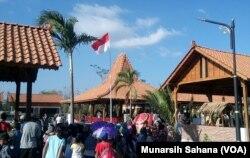 Masyarakat desa Ngargogondo juga hadir memadati komplek Balkondes dan home-stay Ngargogondo. (Foto: Munarsih Sahana/VOA)