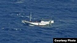 Thuyền chở người tị nạn trên vùng biển ngoài khơi đảo Christmas, Australia (hình chụp năm 2012)
