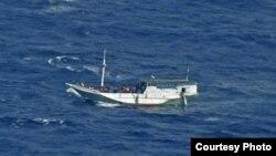 Chiếc thuyền gỗ được cho là có đến 180 người tị nạn trên tàu lênh đênh ngoài khơi vùng biển Australia.