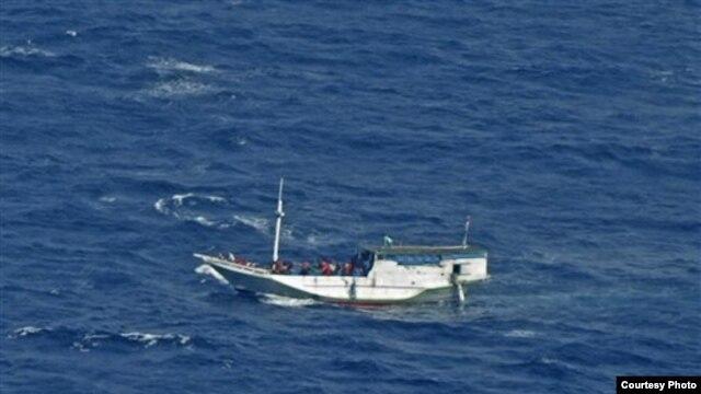 Kapal yang membawa pencari suaka yang berlayar dari Indonesia ke Pulau Christmas, Australia. (Foto: Dok)
