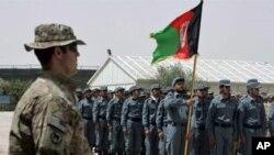 'پرداخت پول به برنامۀ آموزش پولیس محلی افغان را متوقف سازید'