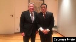 德国总统高克周一晚间会见高瑜的律师莫少平 (中国旅德人权活动人士苏雨桐提供)