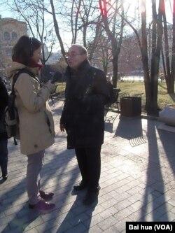 纪念碑人权组织领导人罗津斯基 (美国之音白桦拍摄)