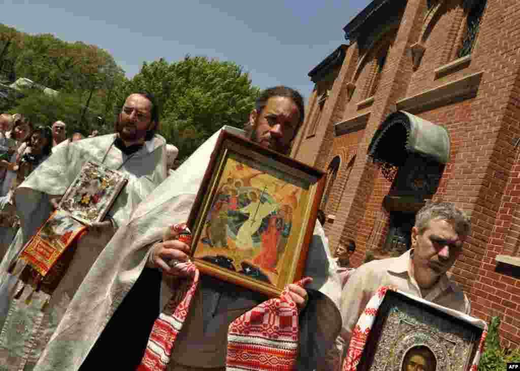 Начало крестного хода вокруг храма Святого Иоанна Предтечи