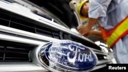 Hoạt động lắp ráp ô tô tại hãng Ford ở Việt Nam, tháng 4/2019