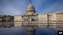 美國國會大廈及其倒影。 (資料圖片)