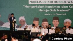 Presiden Joko Widodo berbicara dalam Dzikir Kebangsaan dan Peresmian Pembukaan Rapat Kerja Nasional I Majelis Dzikir Hubbul Wathon di Asrama Haji Pondok Gede Jakarta, Rabu 21 Februari 2018. (Foto courtesy: Biro Pers Istana)