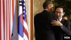 Presiden AS Barack Obama melakukan pertemuan dengan Presiden Korsel Lee Myung-bak menjelang KTT G-20.