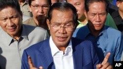 Thông báo của Mỹ được đưa ra khi các cơ quan bầu cử ở Campuchia loan báo Đảng Nhân dân Campuchia (CPP) của Thủ tướng Hun Sen thắng cả 125 ghế quốc hội trong cuộc bầu cử.
