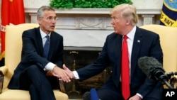 美國總統川普與北約秘書長斯托爾滕貝格在白宮會面。 (2018年5月17日)