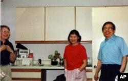 方励之夫妇1989年在美国驻华大使馆内