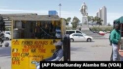 Un kiosque MTN à Lagos, au Nigeria, le 22 avril 2013. (AP Photo/Sunday Alamba file)
