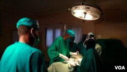 FILE - Doctors are seen operating on a cancer patient at a Nairobi hospital. According to health officials, most cancer cases in Kenya are diagnosed only at an advanced stage. (VOA / R. Ombuor)