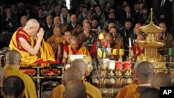 The Dalai Lama, Tibet's spiritual leader, prays for victims of the March 11 earthquake and tsunami disaster in Japan at Buddhist temple in Tokyo, April 29, 2011.