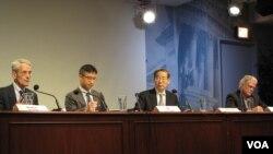27일 미국 수도 워싱턴 DC 우드로 윌슨 센터에서 열린 한반도 세미나에 참석한 북한 전문가들. 왼쪽부터 로버트 서터 조지워싱턴대 교수, 마상윤 카톨릭대 교수, 선준영 북한대학원대 교수, 브루스 커밍스 시카고대 교수.
