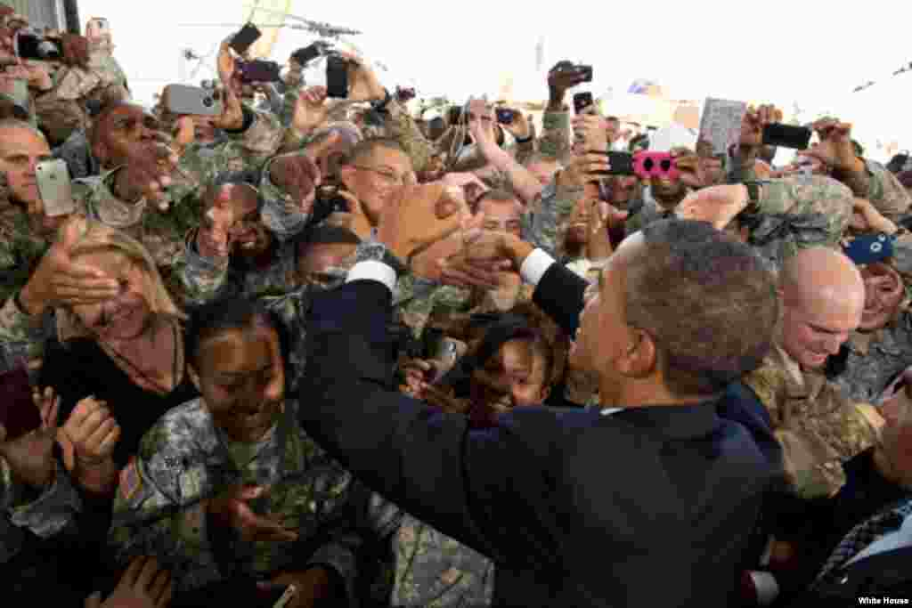 President Barack Obama greets troops after delivering remarks at Fort Bliss in El Paso, Texas, Aug. 31, 2012. (White House/Pete Souza)