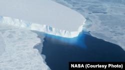 Gletser Thwaites di Antartika.
