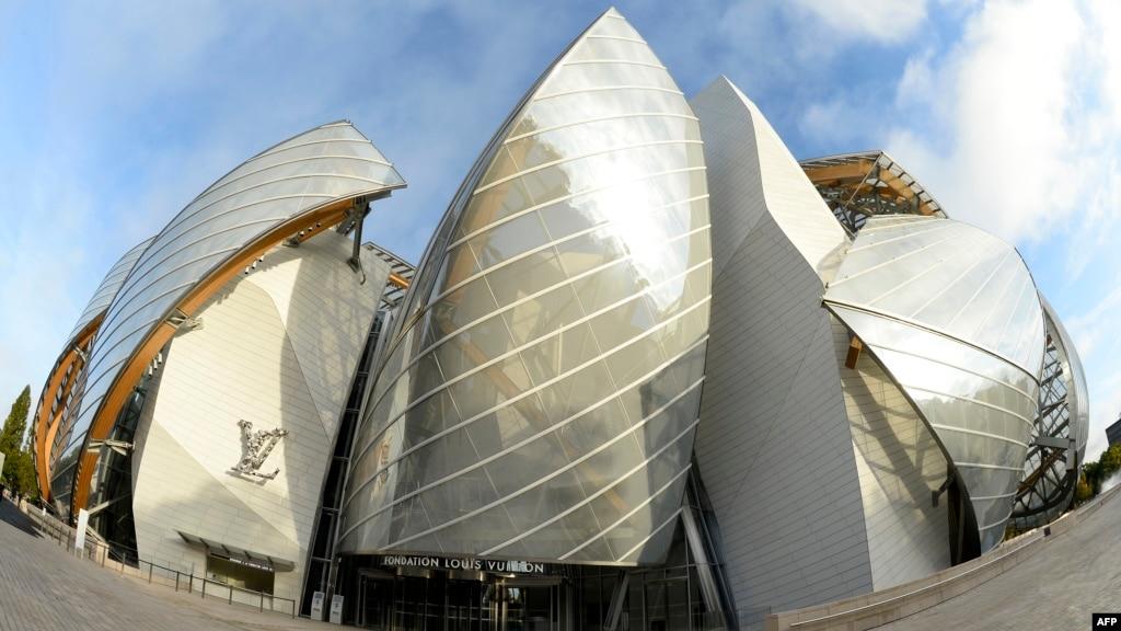 gehry 39 s louis vuitton art museum sails onto paris skyline. Black Bedroom Furniture Sets. Home Design Ideas