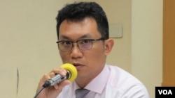 台灣兩岸政策協會秘書長王智盛 (美國之音張永泰拍攝)