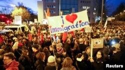 Almanya'da İslam karşıtı PEGIDA grubu, Müslüman toplum tarafından geçtiğimiz günlerde Köln'de protestto edilmişti
