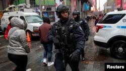 纽约时报广场的警车。(2016年12月29日)