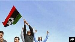 벵가지에서 반정부시위를 벌이는 리비아인들