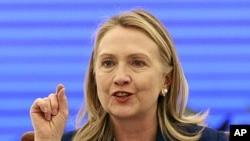 Ngoại trưởng Clinton cũng kêu gọi chính quyền Bangladesh nghiêm túc điều tra những vụ mất tích của các nhà hoạt động đối lập